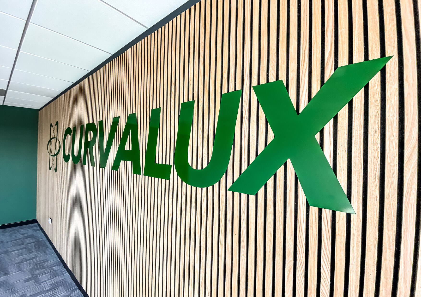 Curvalux-Feature-Wall