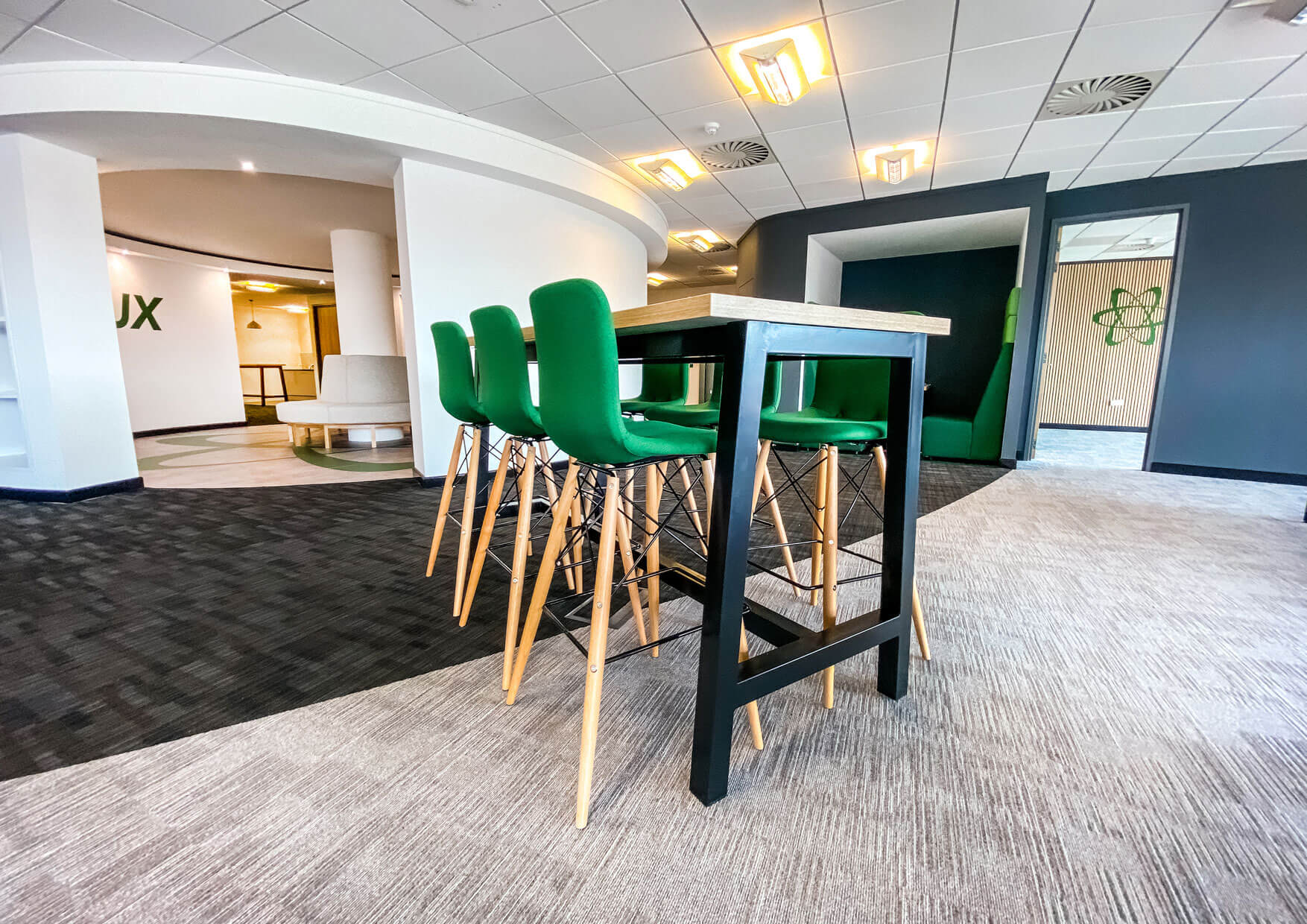 Curvalux-Office-Fitout-Breakout-seating