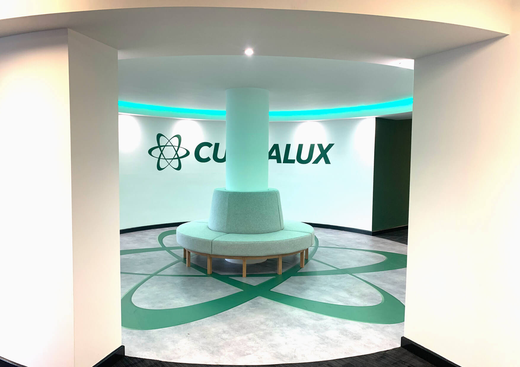 Curvalux-Welcome Feature Area Lighting